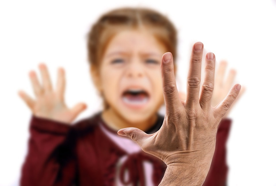 shouting and slapping with toddler children parents